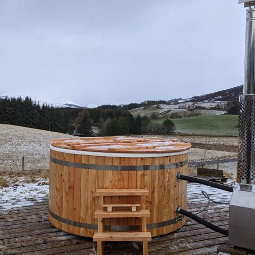 Large Hot Tub (8 adults) wood fired, panoramic viewsat Glenshee Glamping